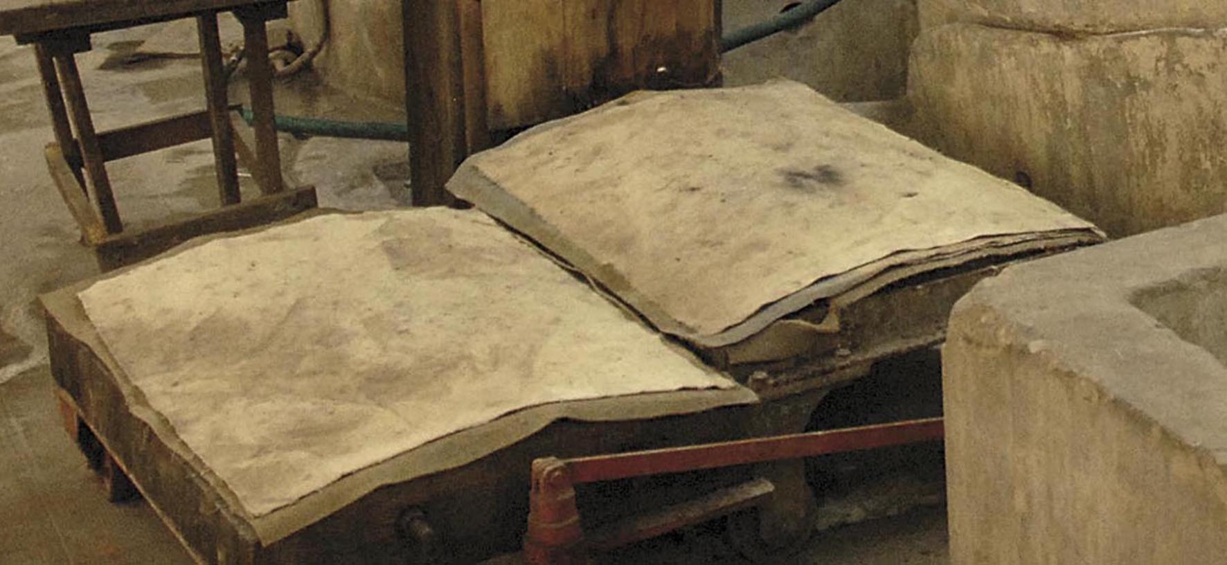 libro di carta antica